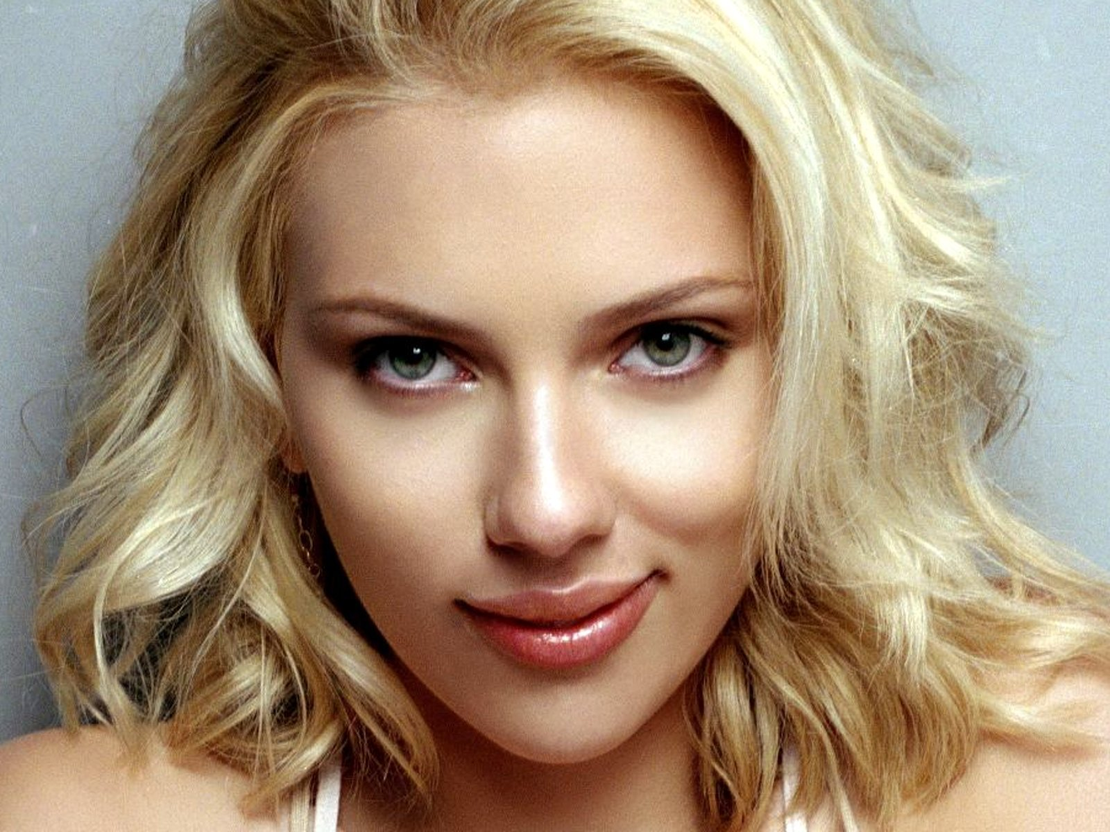 What??? There's Two Of Them - Scarlett Johansson  Has A Twin!